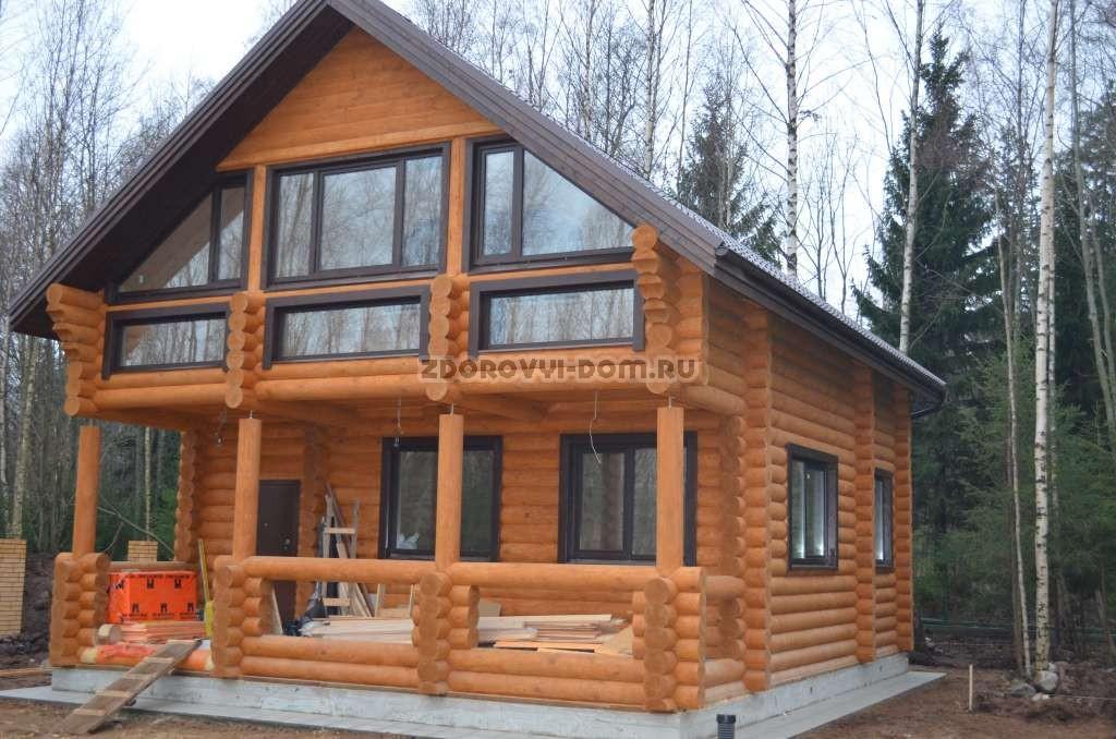 Дом из оцилиндрованного бревна, видная горка.